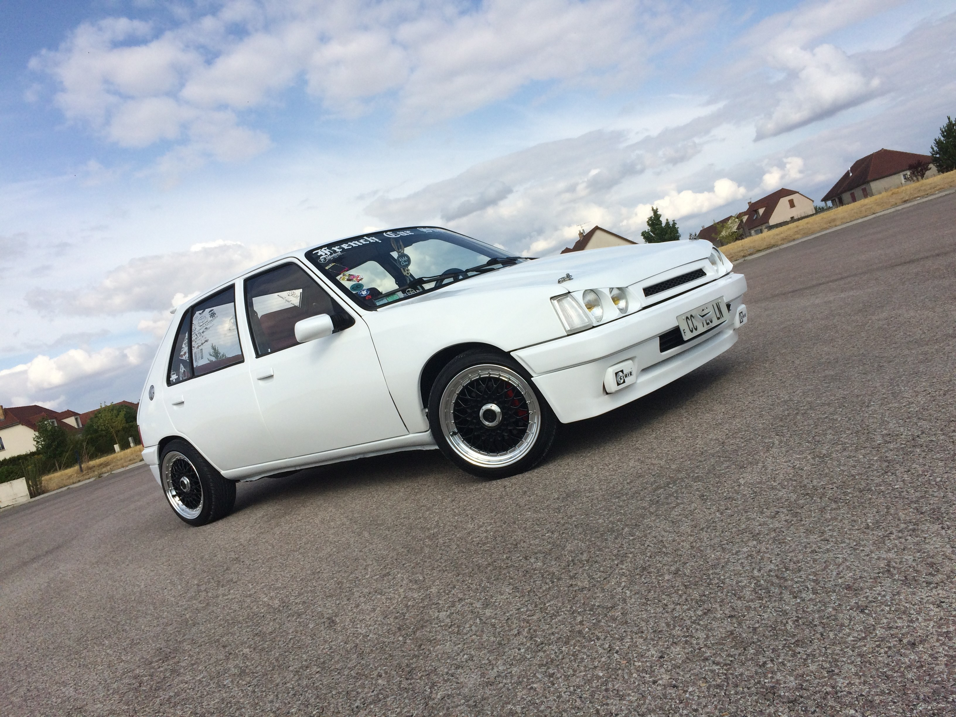 peugeot 205 tuning static car french car low style clean (10)