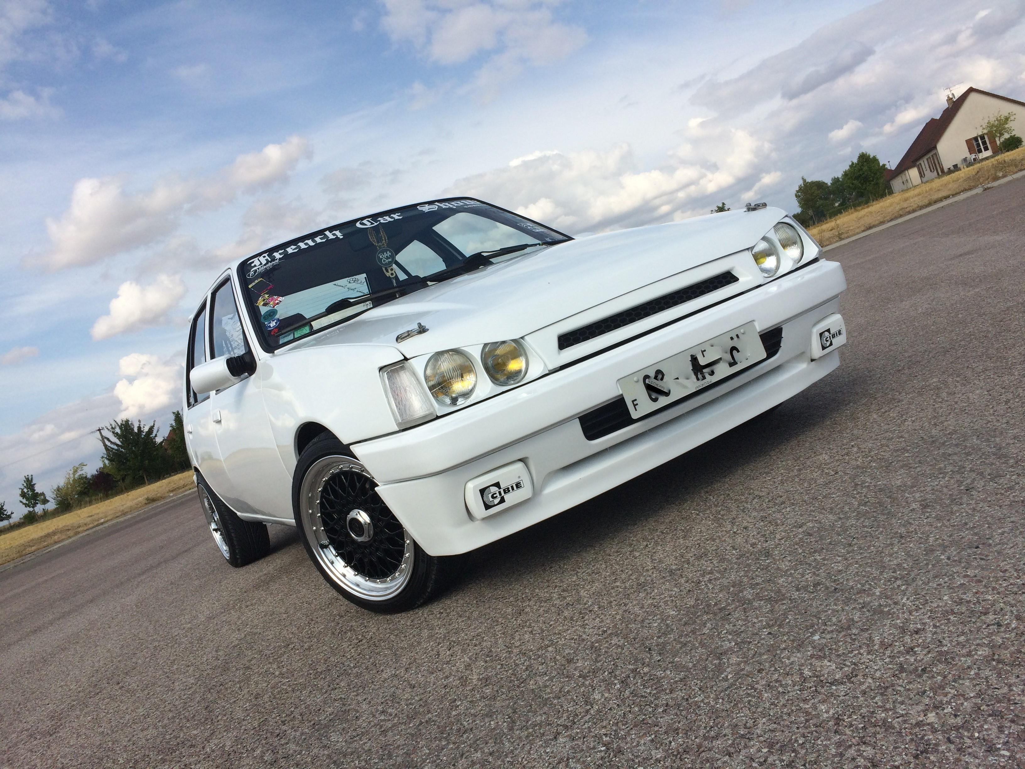 peugeot 205 tuning static car french car low style clean (11)