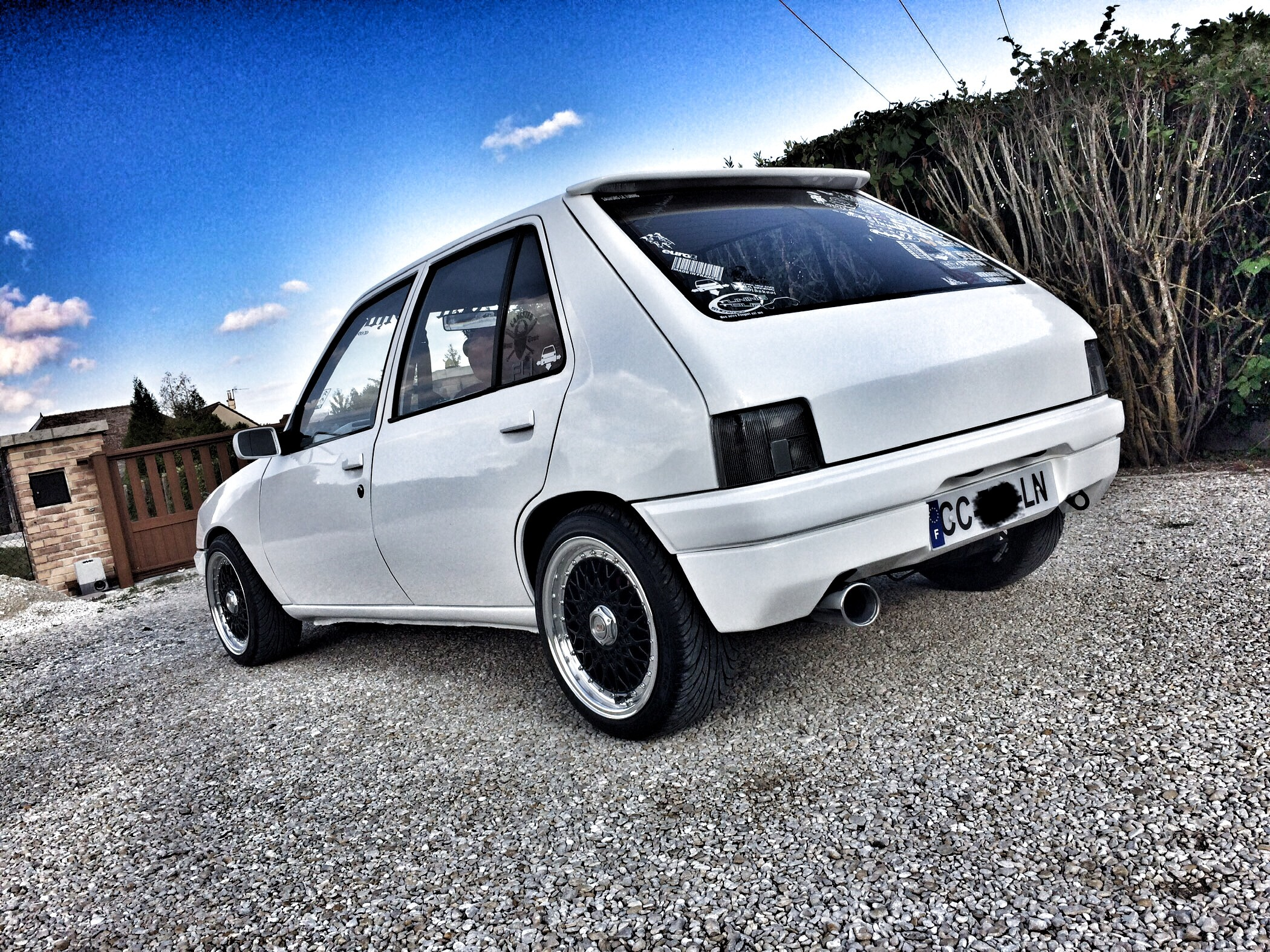 peugeot 205 tuning static car french car low style clean (15)