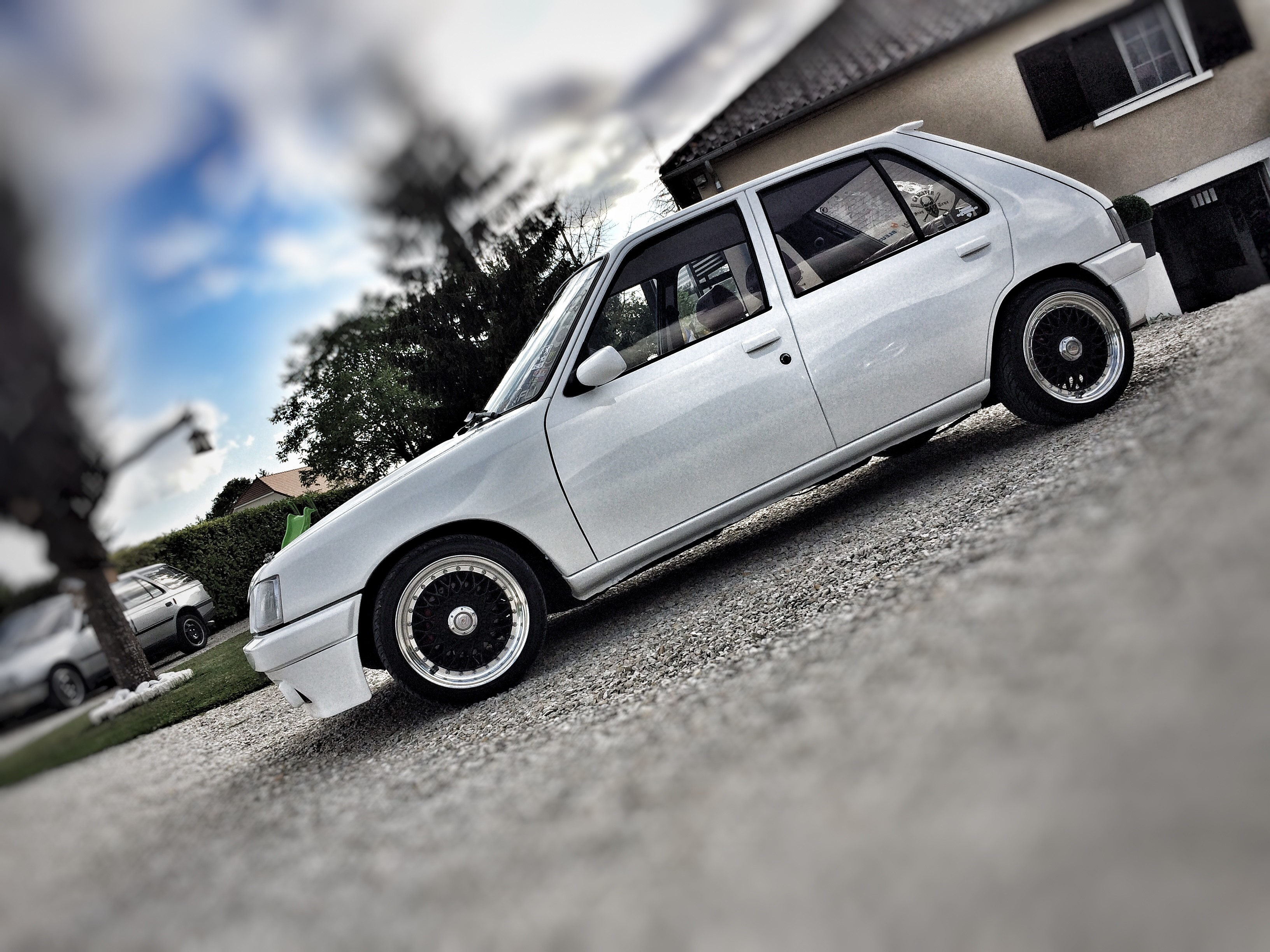 peugeot 205 tuning static car french car low style clean (16)