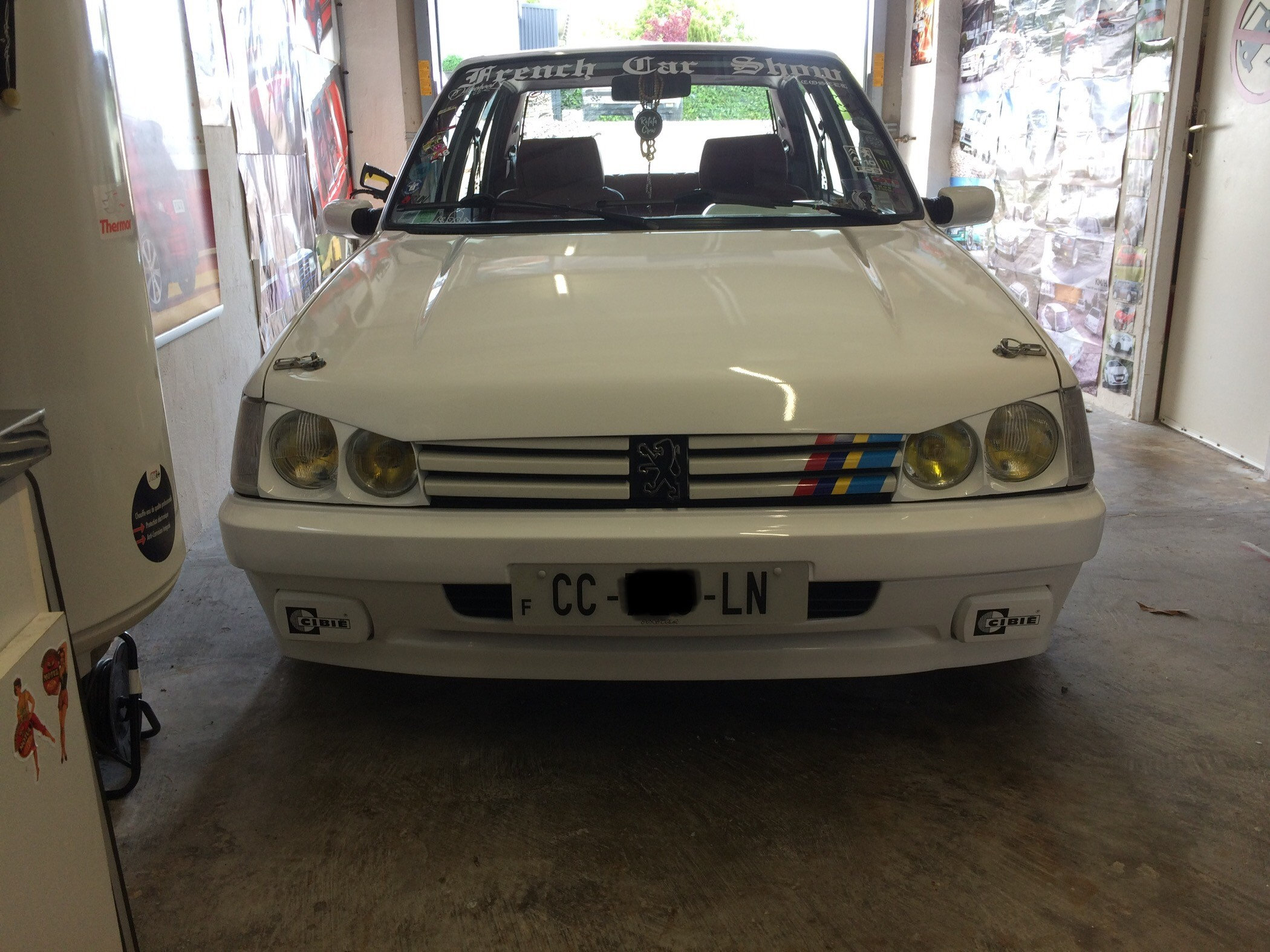 peugeot 205 tuning static car french car low style clean (18)