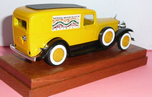 fourgonette tôlée NATIONAL MODEL CAR