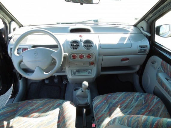 Pr sentation de ma twingo authentique phase 3 2003 for Interieur twingo 2