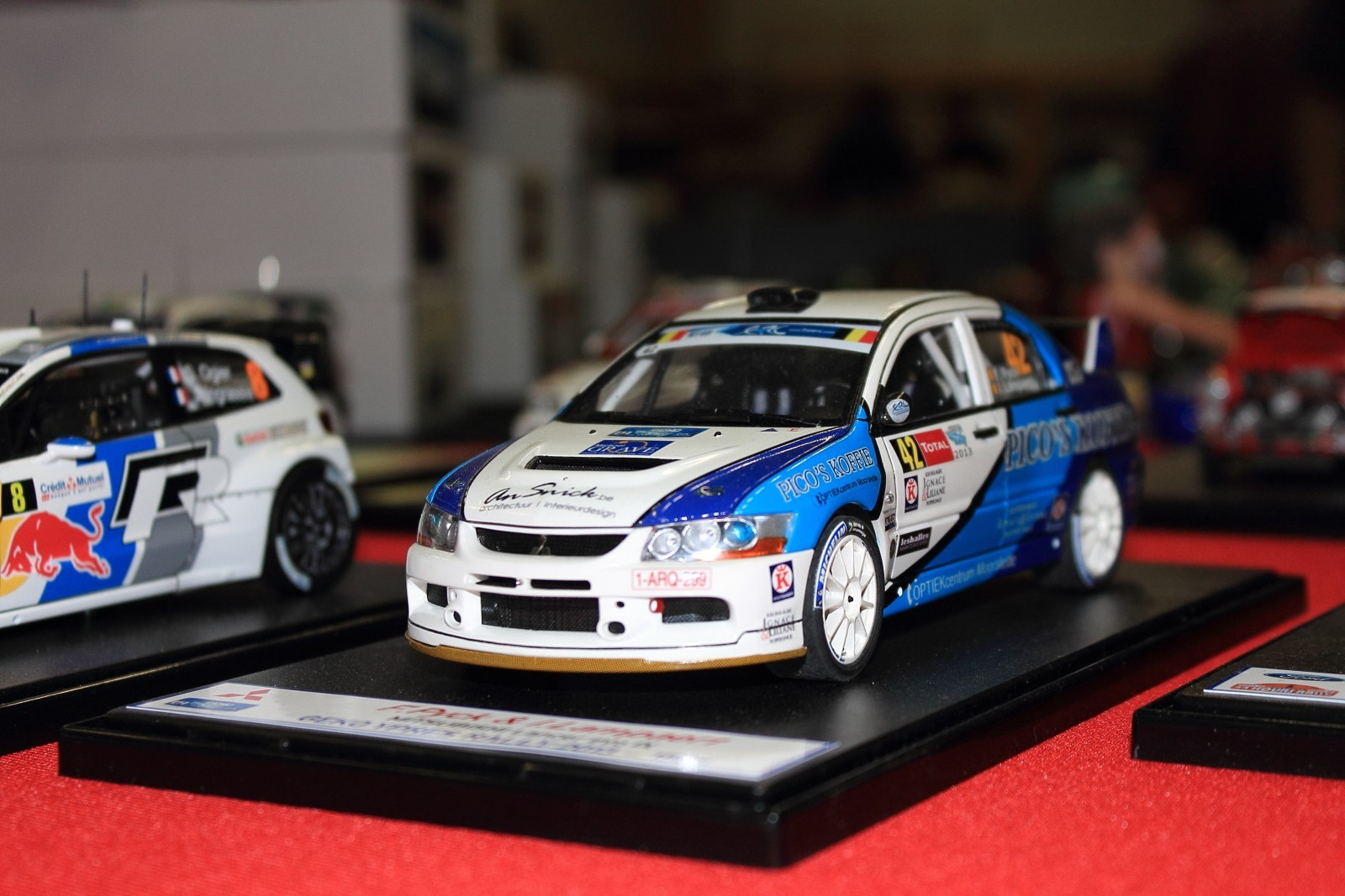 Une Lancer Evo Groupe N. Pas courant comme montage.