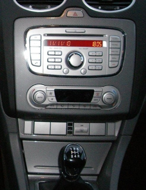 changer autoradio 6000cd focus ford forum marques. Black Bedroom Furniture Sets. Home Design Ideas