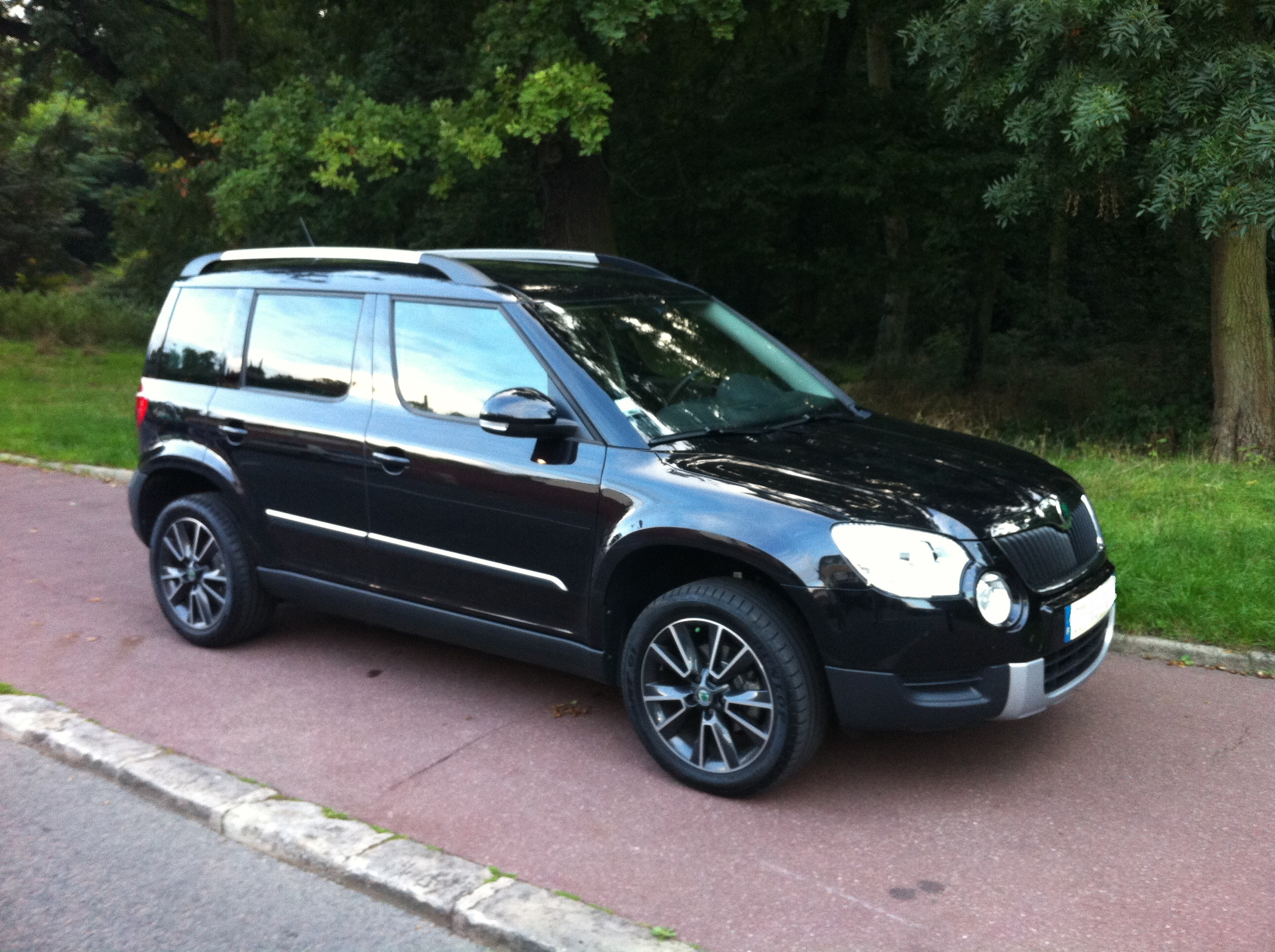 skoda yeti noir tdi skoda yeti noir tom de mort photos club. Black Bedroom Furniture Sets. Home Design Ideas