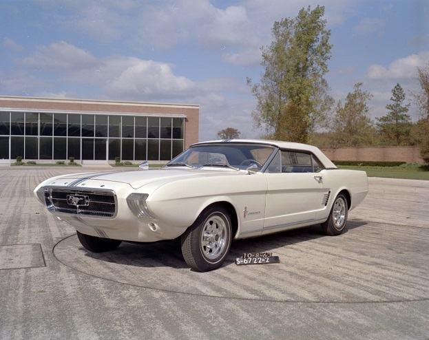 1963-Ford-Mustang-II-Concept