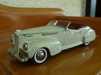 1940  Packard 180  Darrin convertible Victory Models