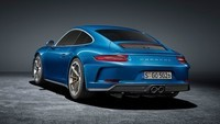porsche-911-gt3-touring-package-official-images (2)