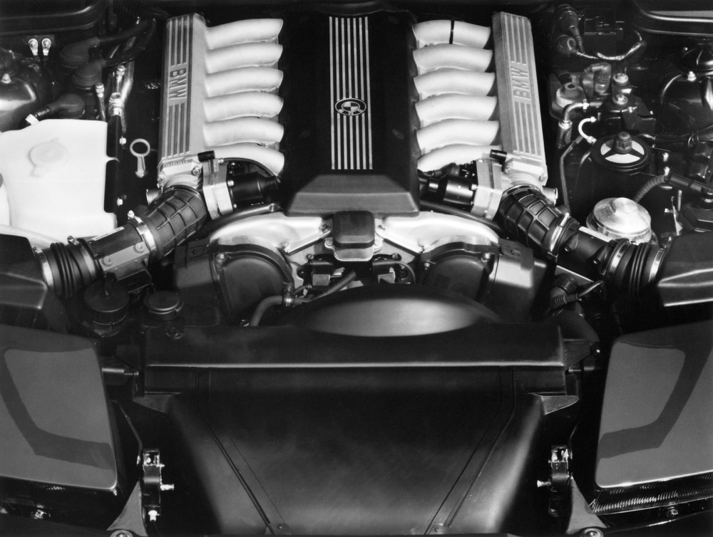 P90152299_highRes_bmw-850i-e31-engine-