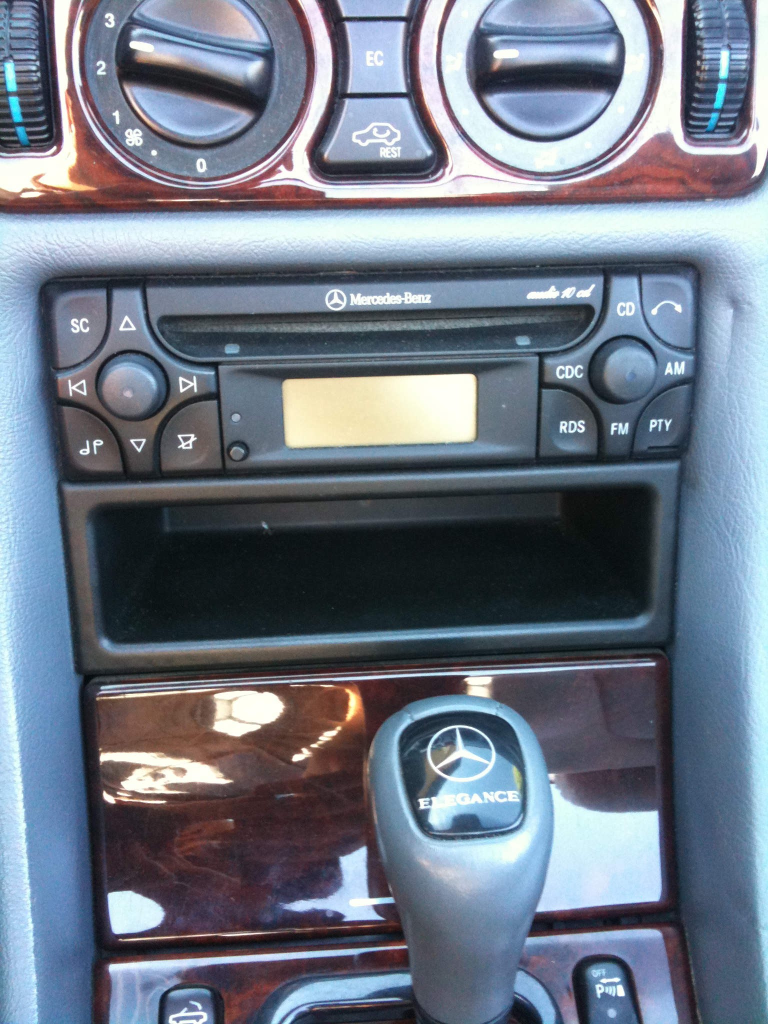 autoradio sur clk 320 cab de 04 99 clk mercedes. Black Bedroom Furniture Sets. Home Design Ideas