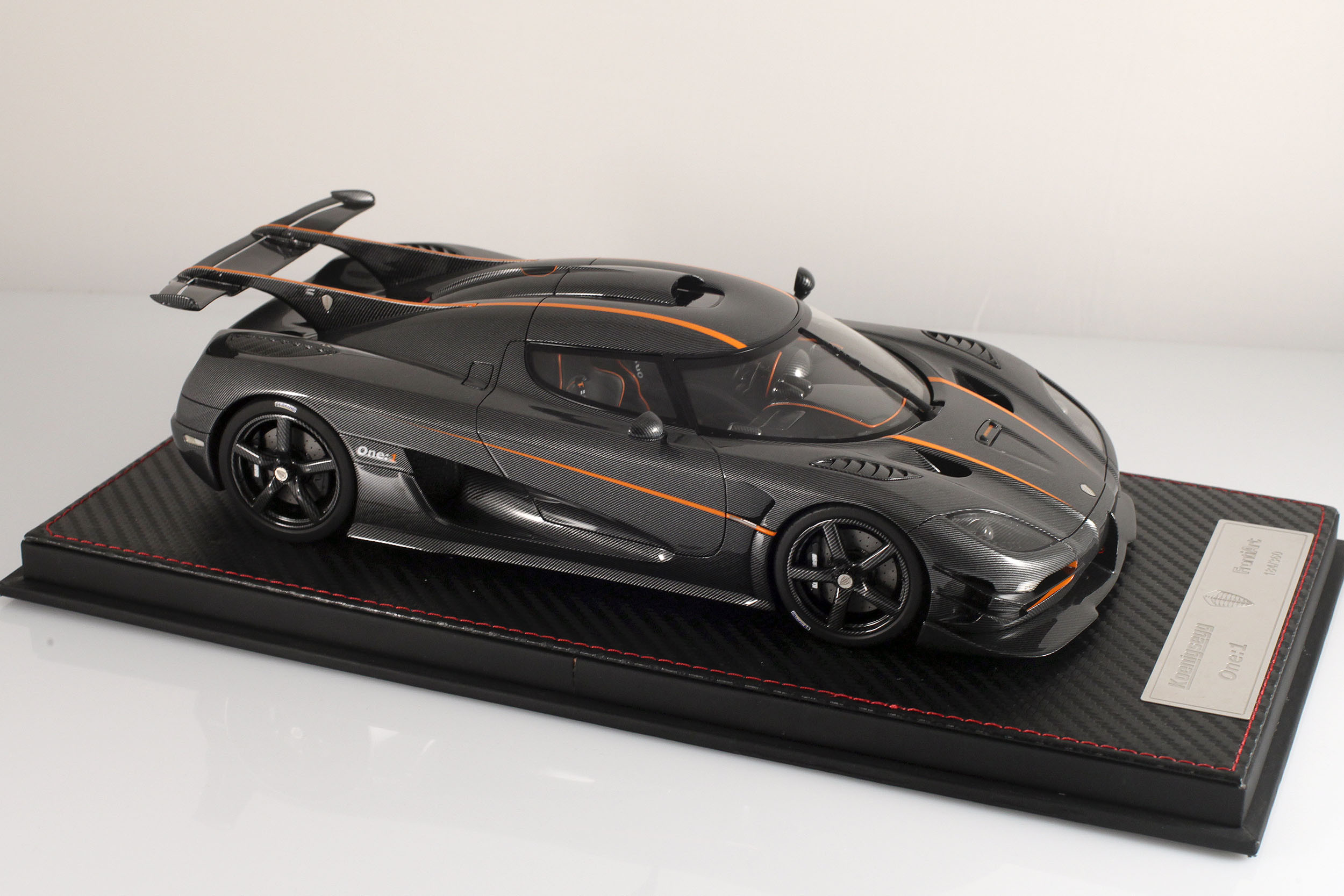 Agera-One1-carbone-4
