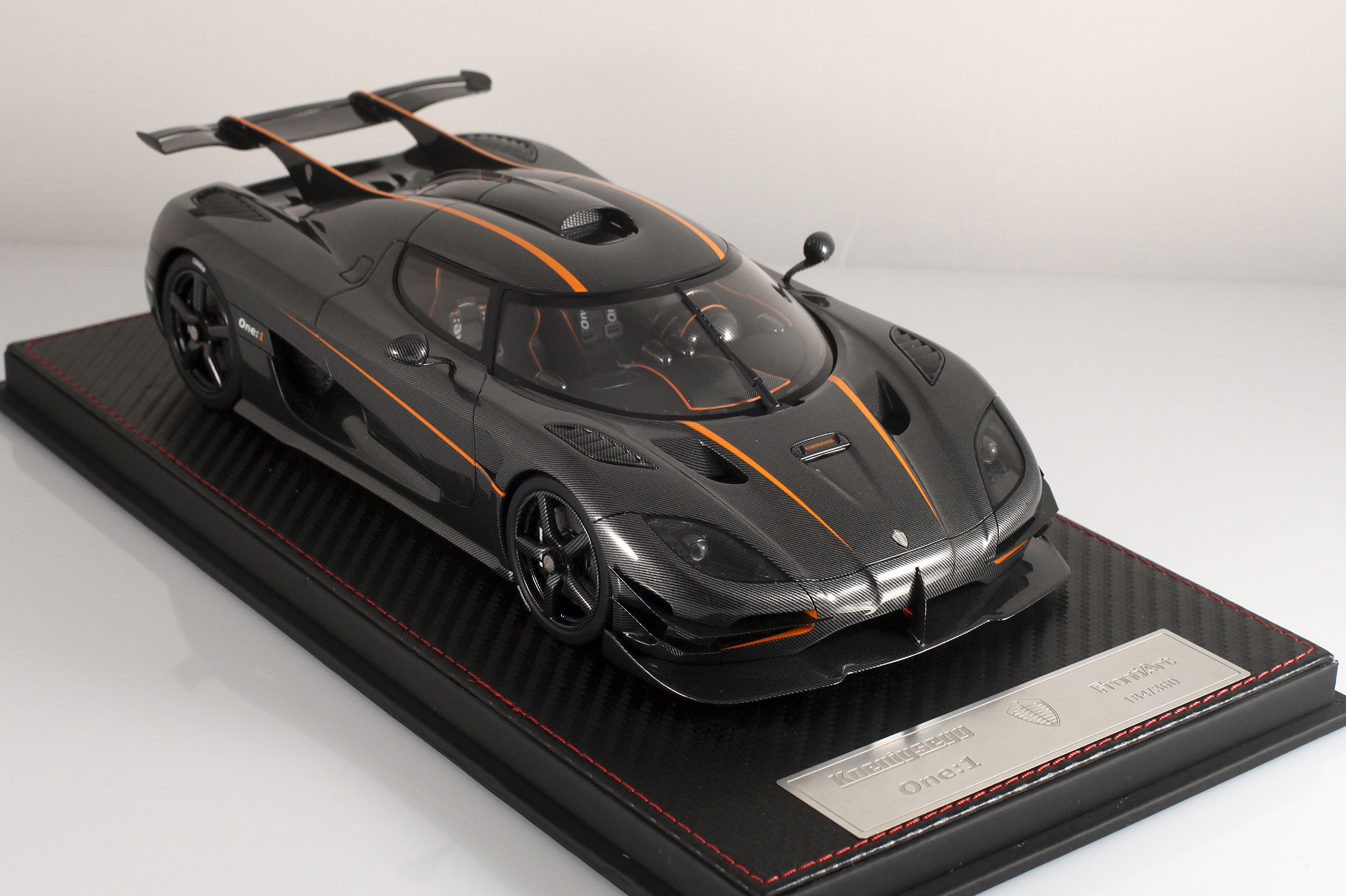 Agera-One1-carbone-3