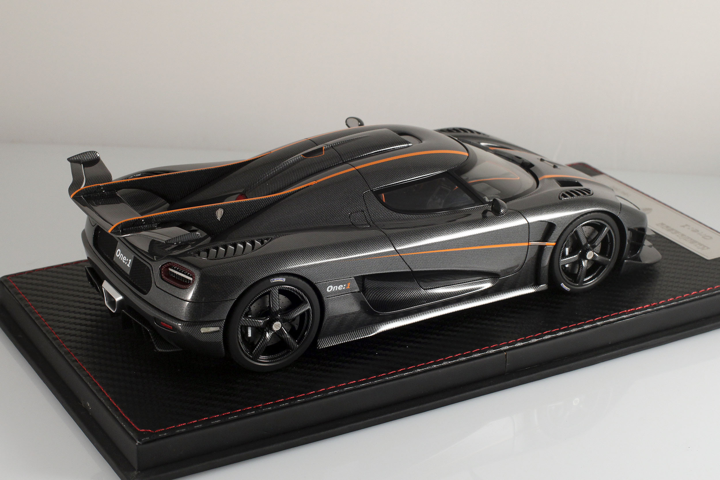Agera-One1-carbone-5