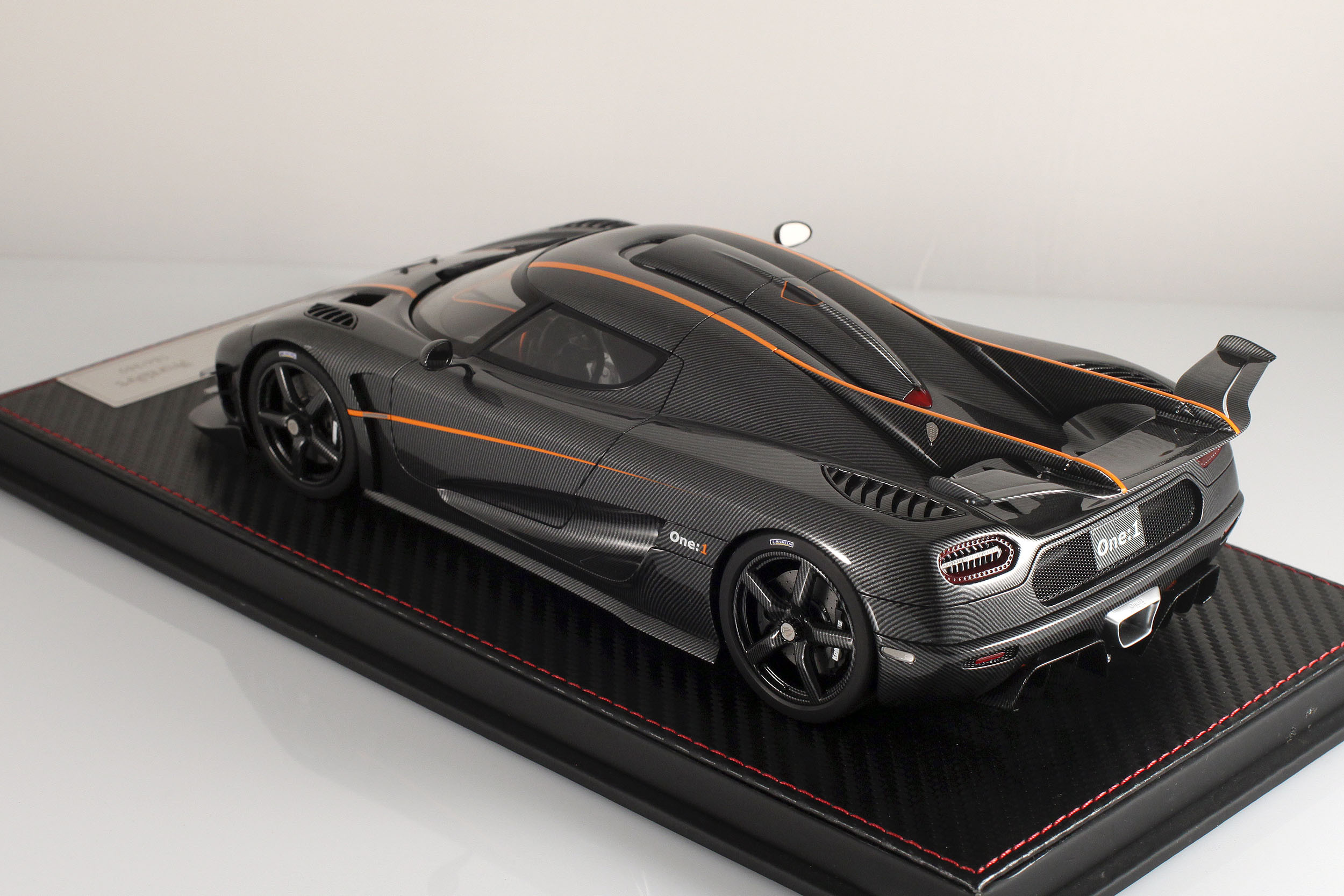 Agera-One1-carbone-7