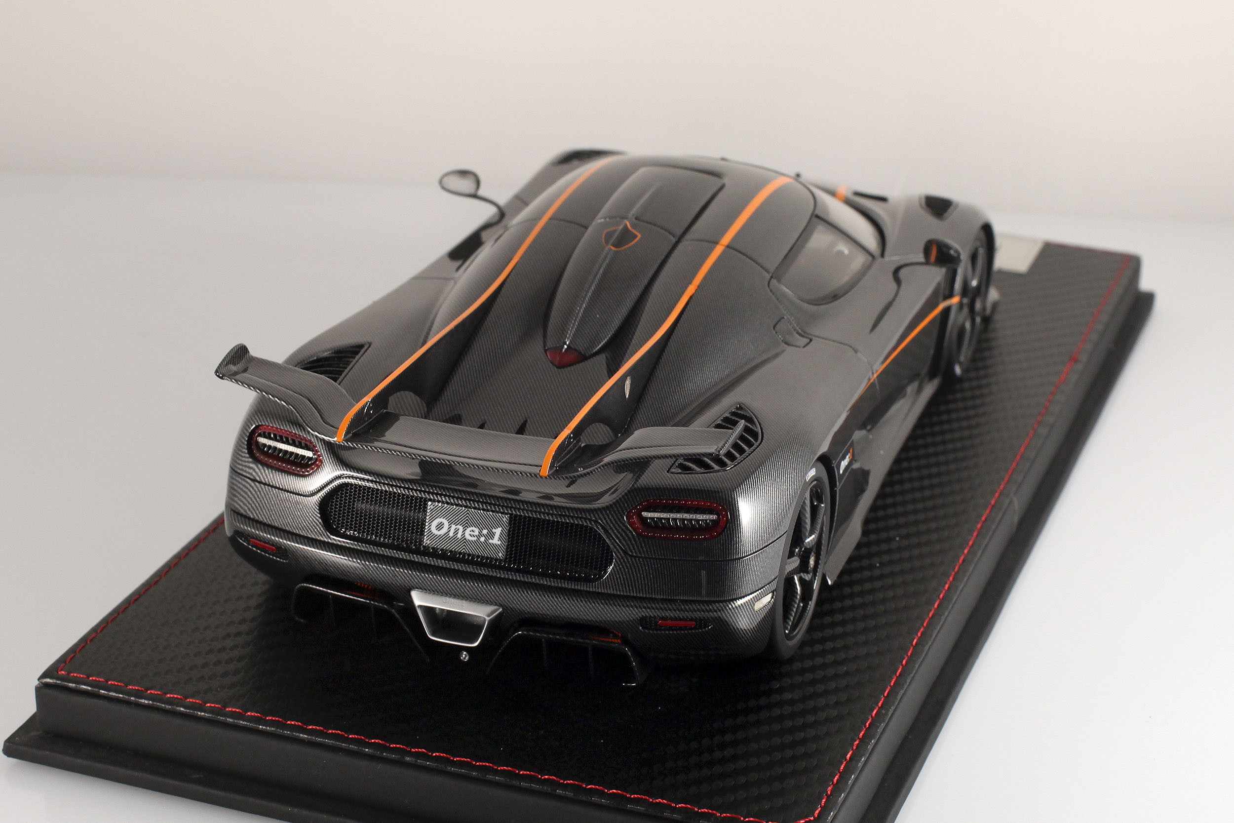 Agera-One1-carbone-6