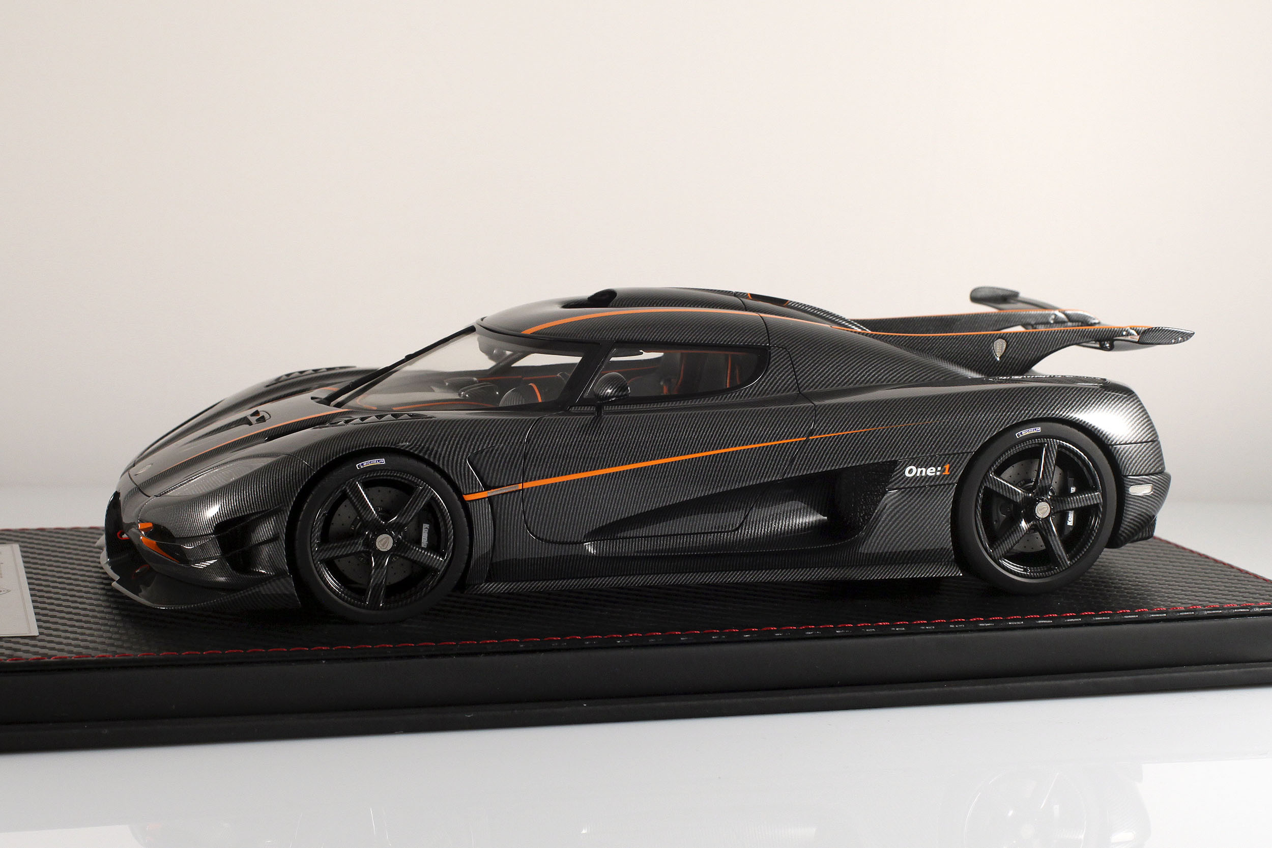 Agera-One1-carbone-9