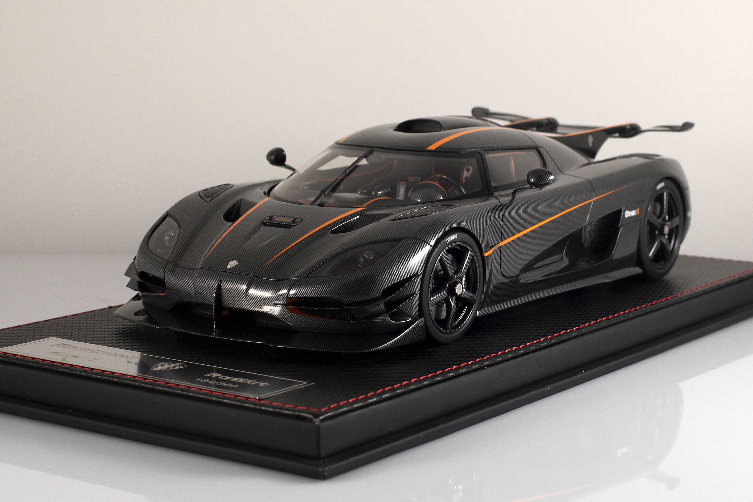 Agera-One1-carbone-10