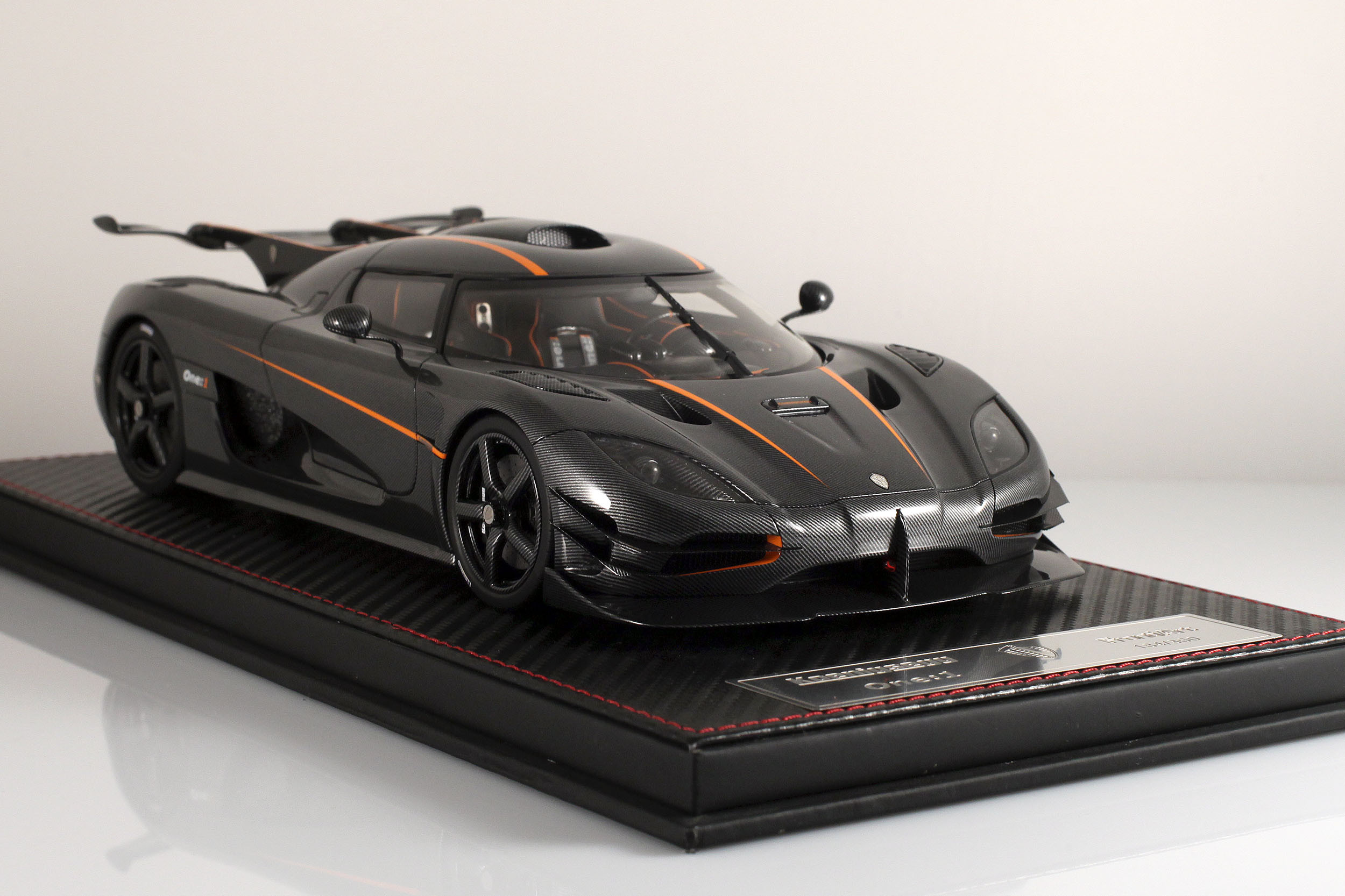Agera-One1-carbone-11