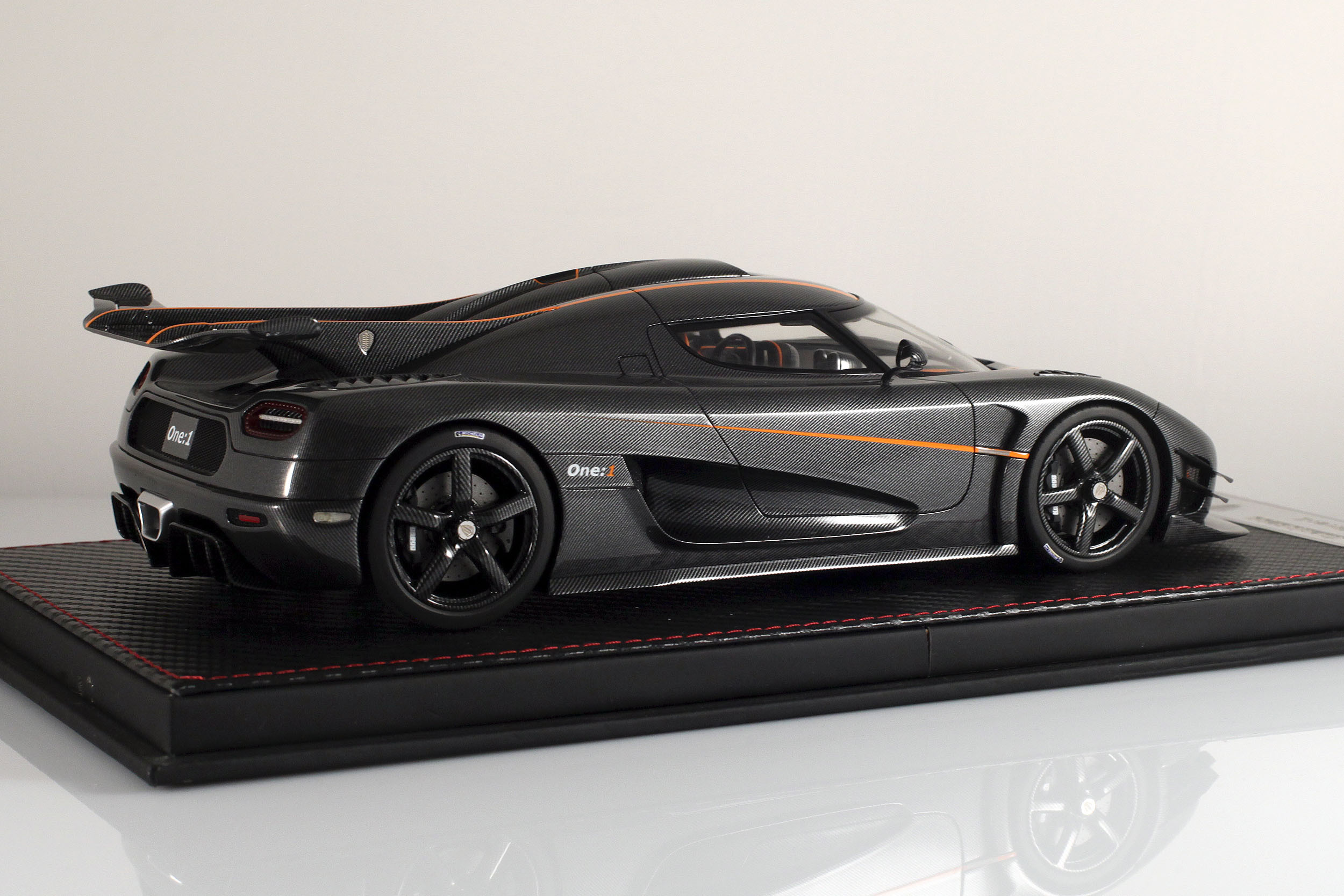 Agera-One1-carbone-13