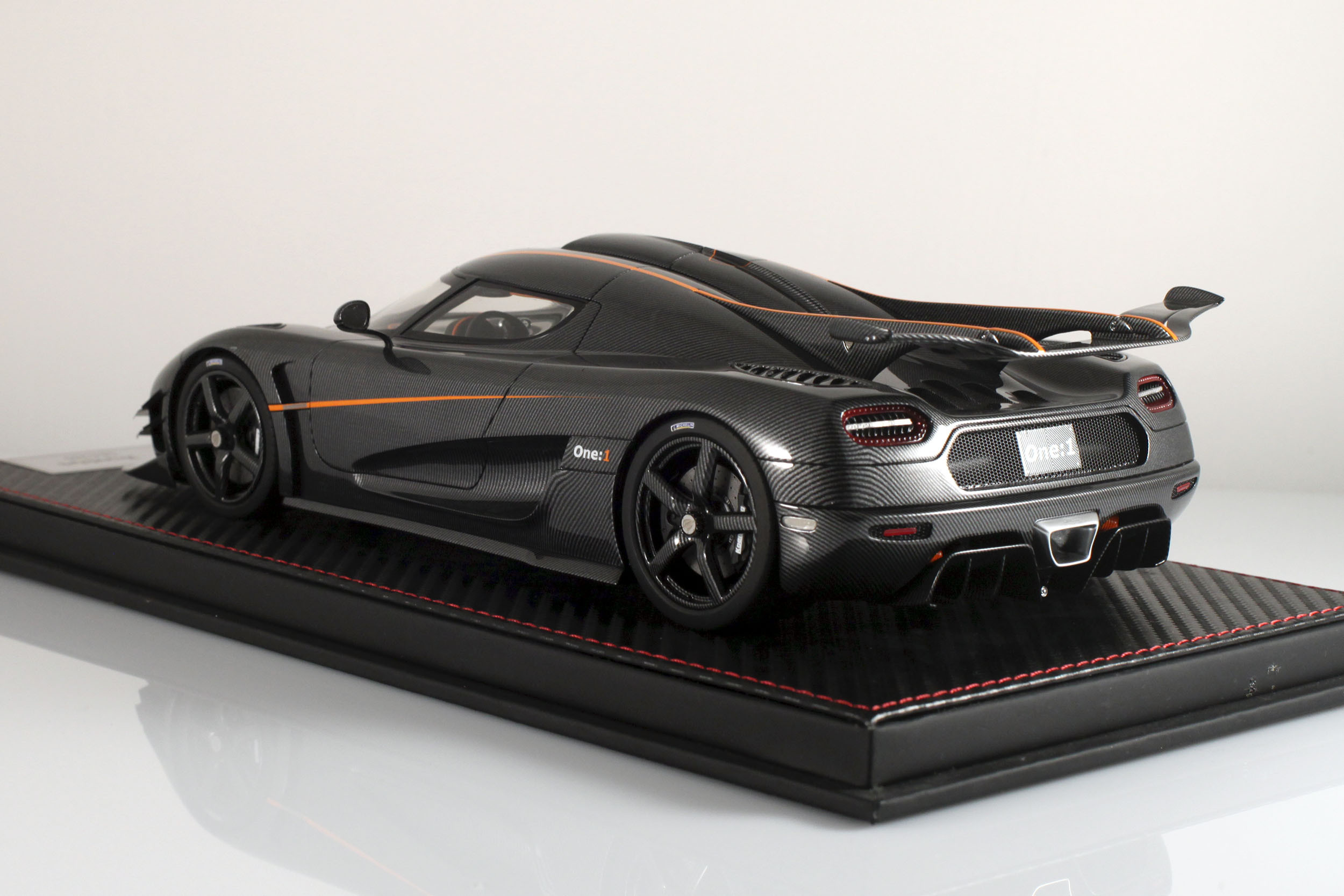 Agera-One1-carbone-15