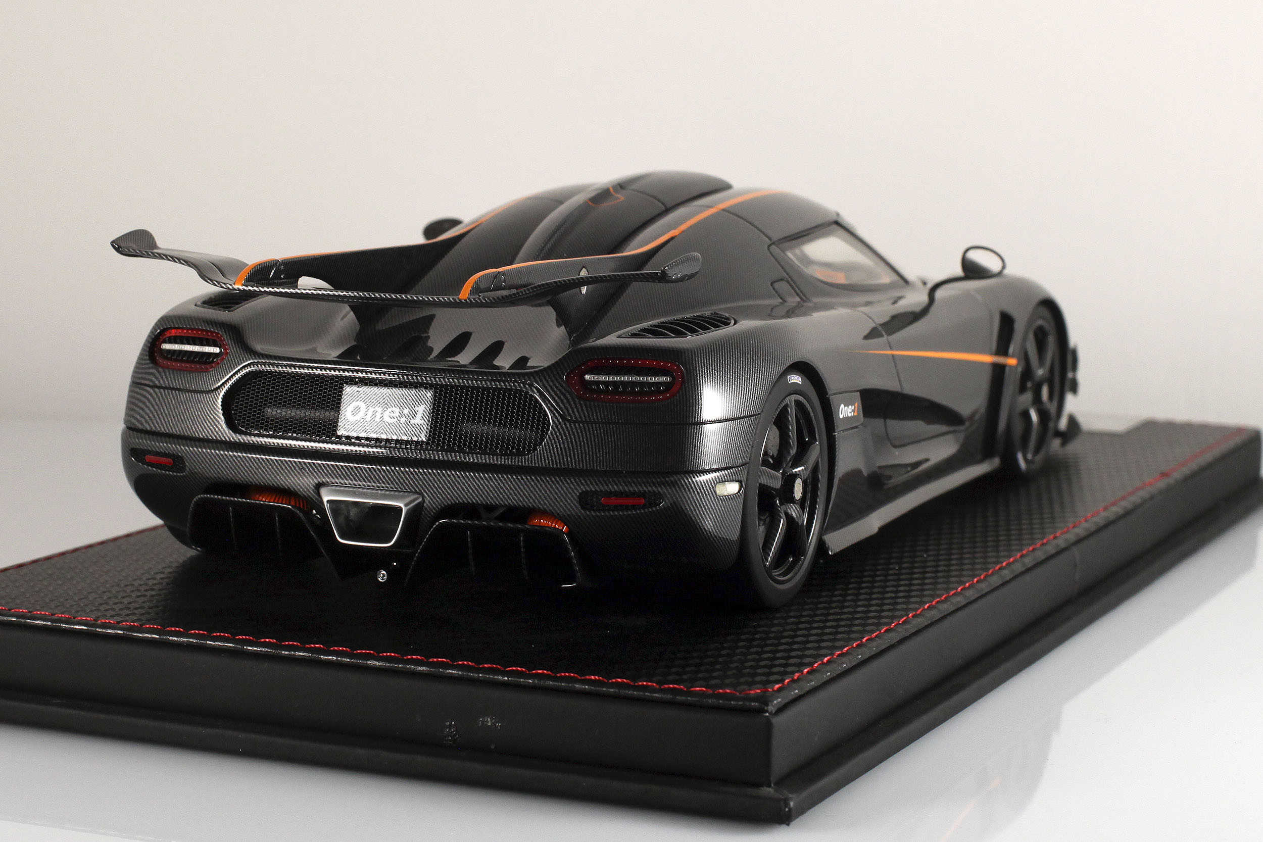 Agera-One1-carbone-14