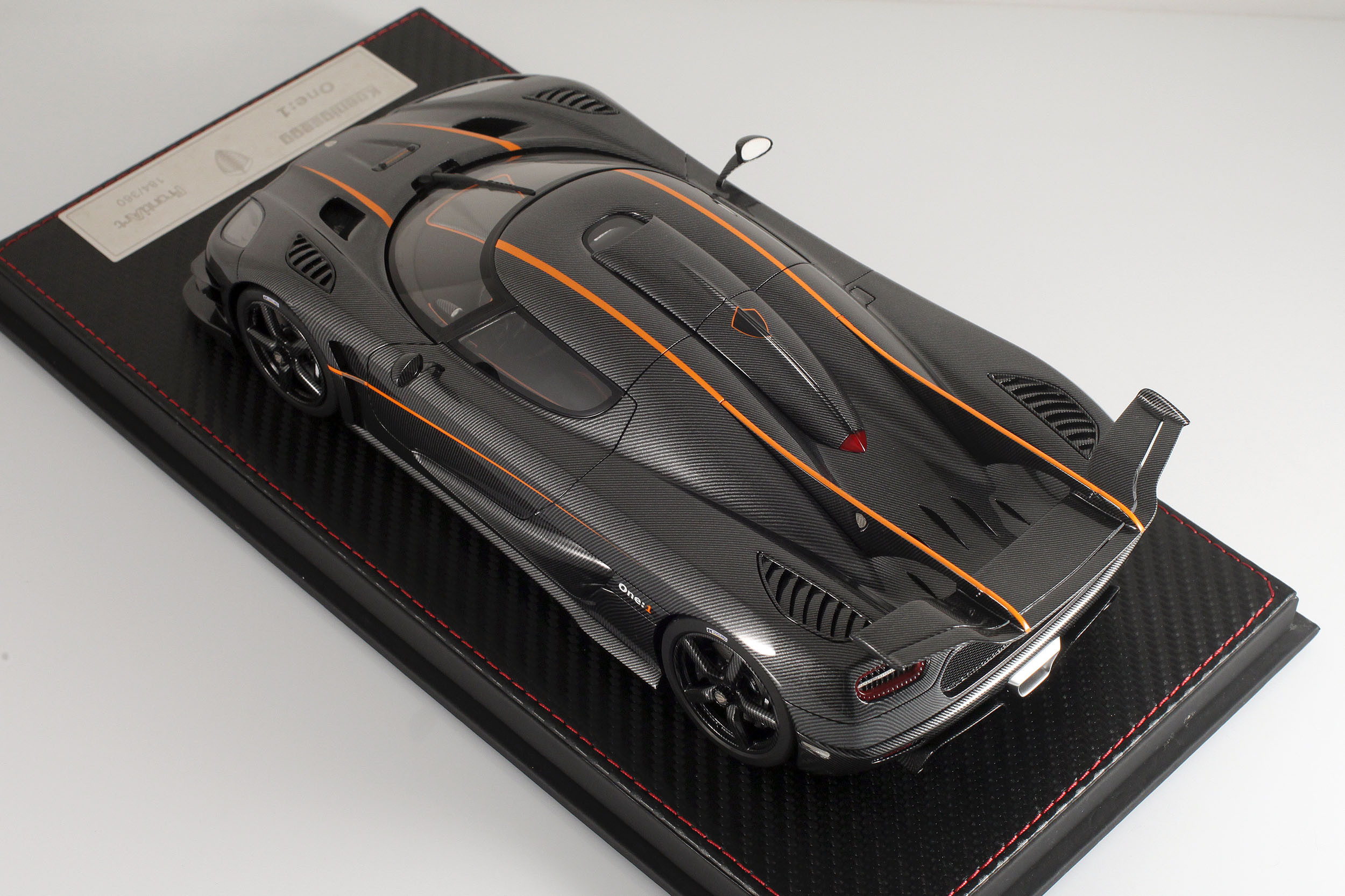 Agera-One1-carbone-16
