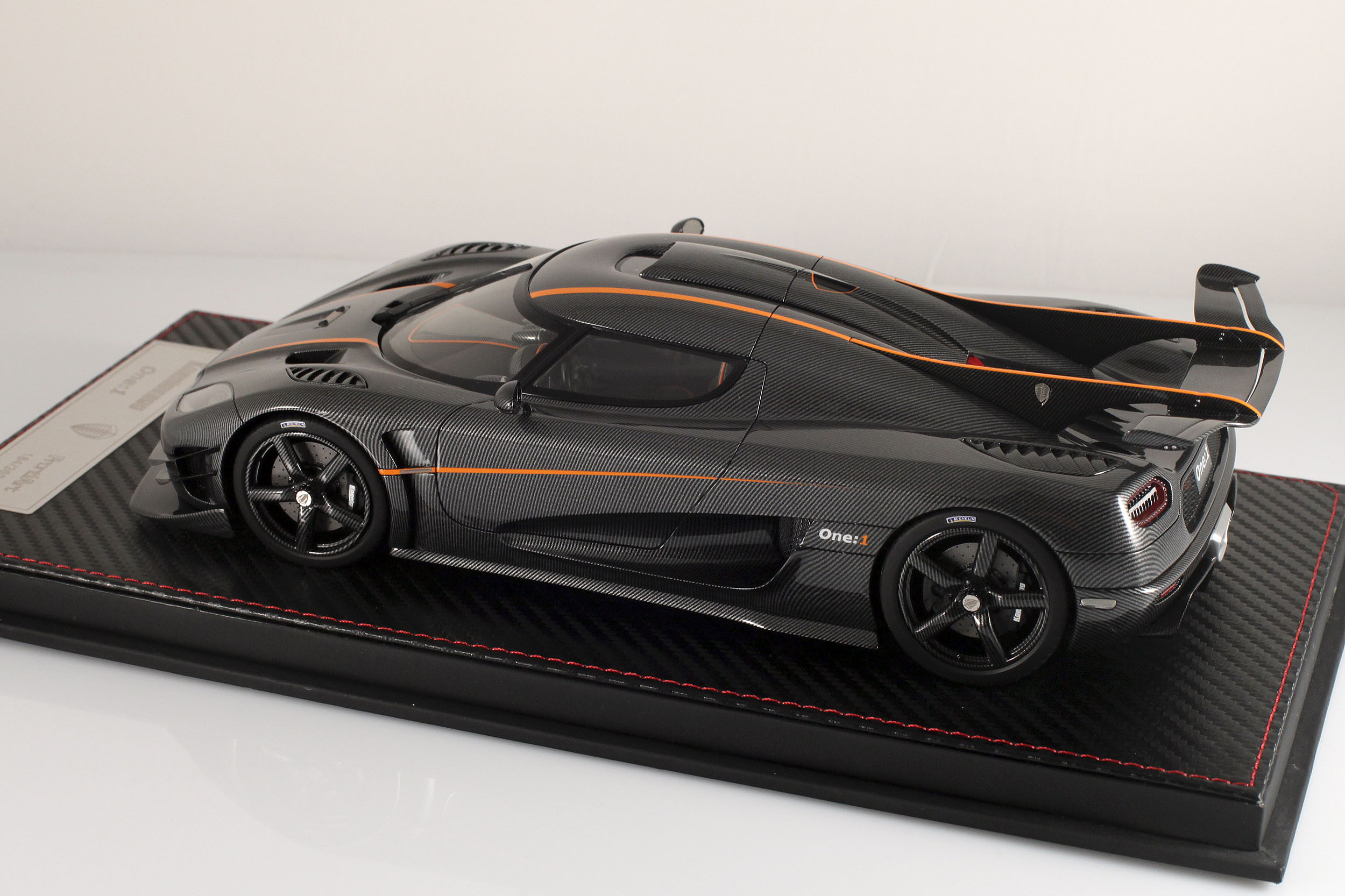 Agera-One1-carbone-8