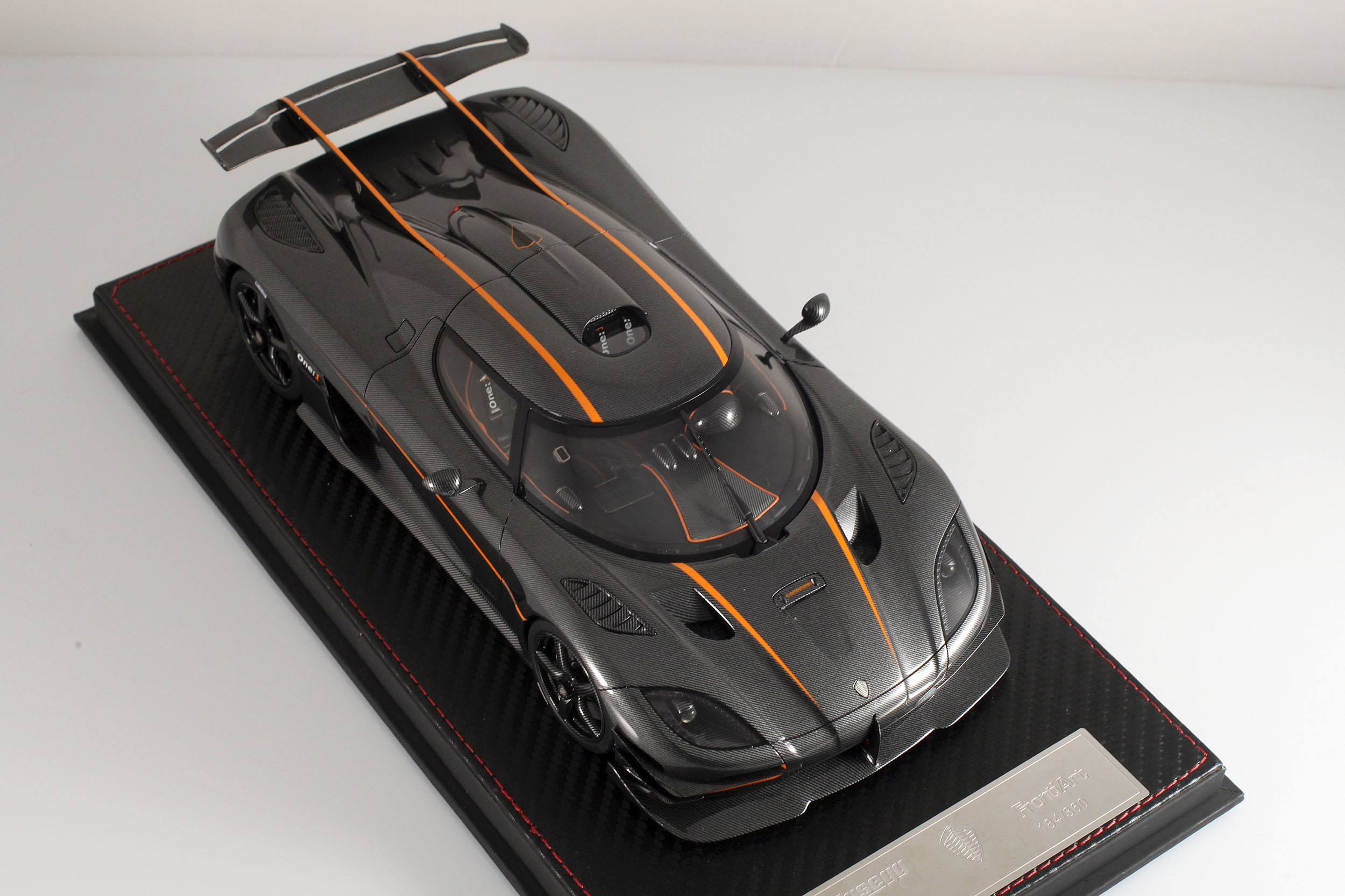 Agera-One1-carbone-19
