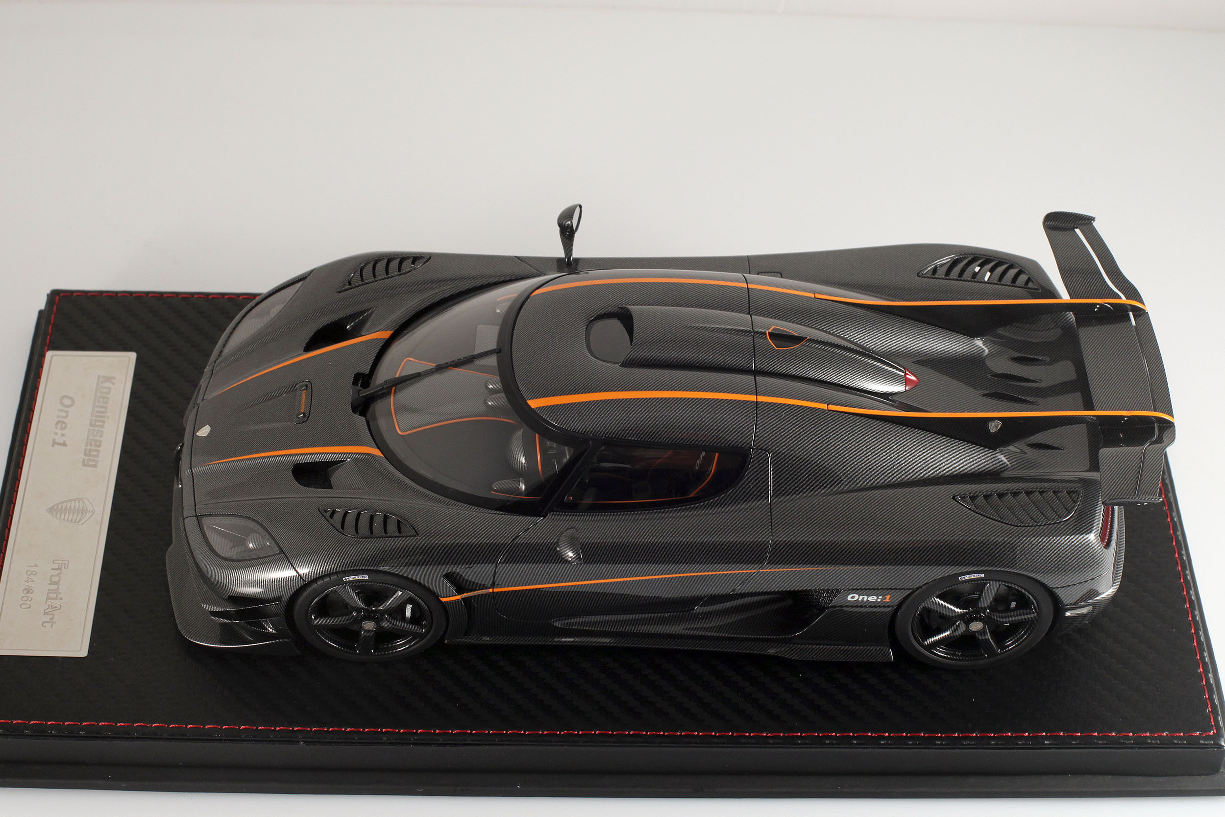 Agera-One1-carbone-17
