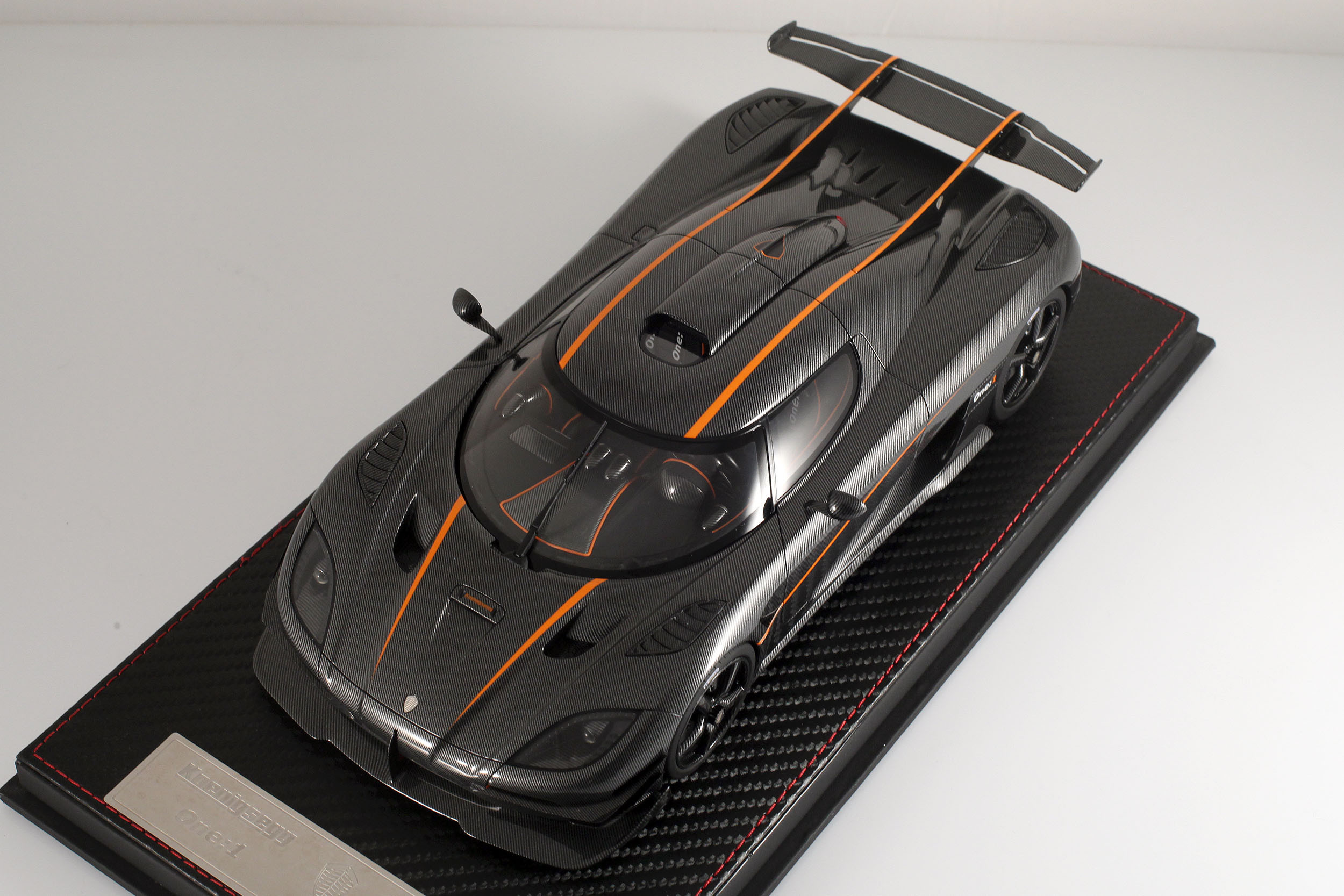 Agera-One1-carbone-18
