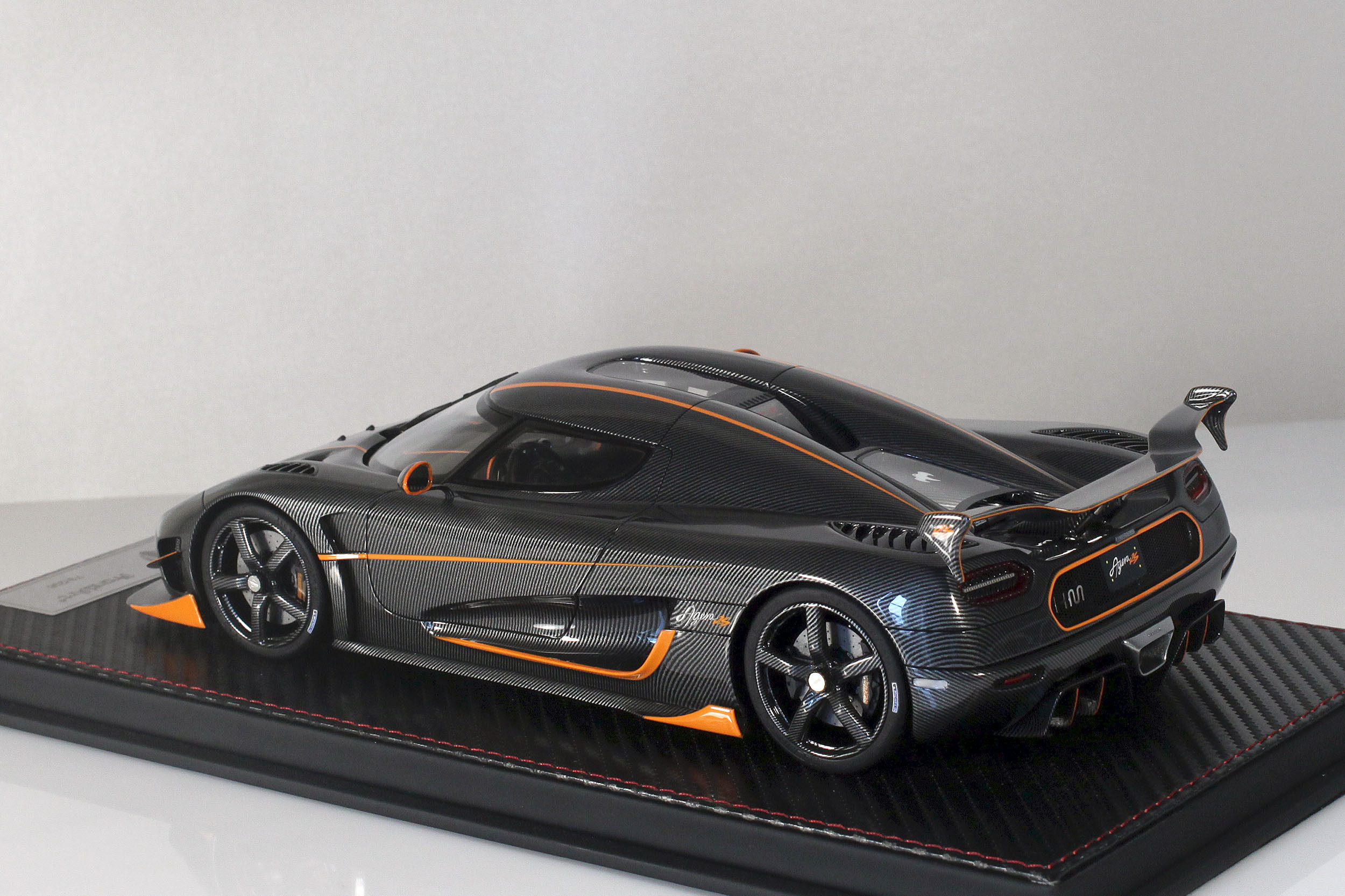 Agera-RS-17