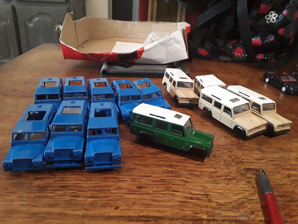 12 land rover dont 8 edf     20 € le lot + port