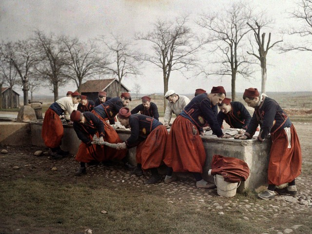 French soldiers from the 3rd Regiment of Zouaves doing their laundry near Valbonne.