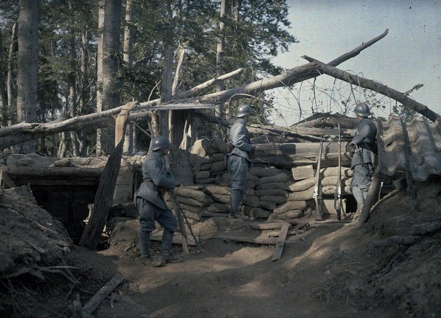 French soldiers observing the area in front of their trench, near Hirtzbach, 1916