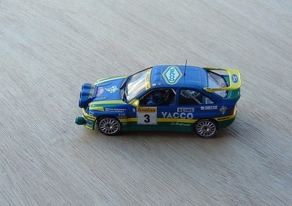 N°41 - Ford Escort Cosworth de 1996 f