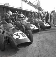 Monza 59 - Three Ferraris in the Pit