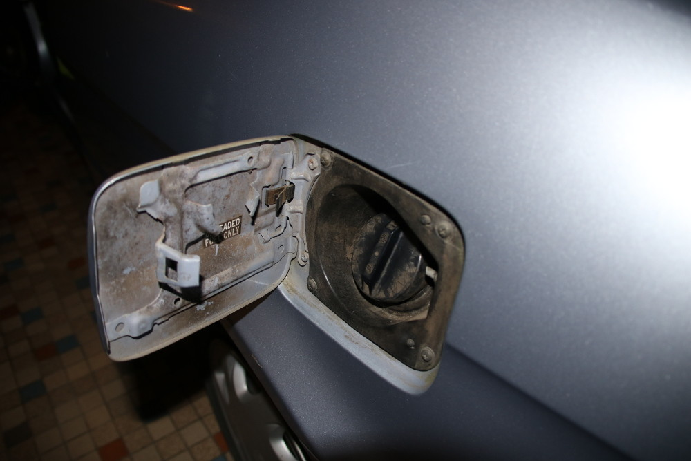 trappe a carburant avant