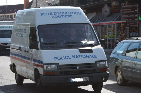2010_279%20(2)_sd_police-nationale_renault-trafic-piste-d-education-routiere