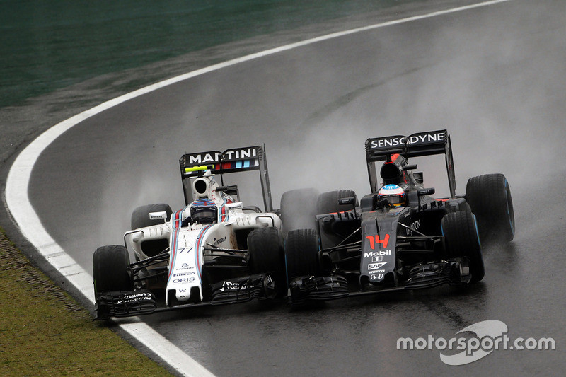 f1-brazilian-gp-2016-l-to-r-valtteri-bottas-williams-fw38-and-fernando-alonso-mclaren-mp4