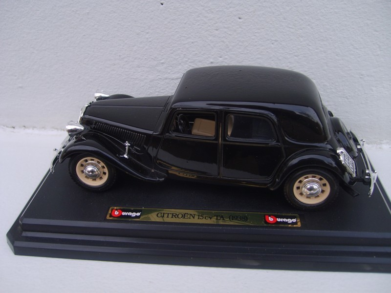 Citroen traction 11 TA 1937 Burago 1-24