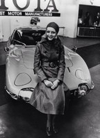 Twiggy and the Toyota 2000 Gt-