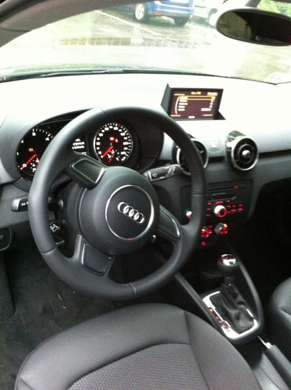 A1 1 6 tdi 90 s tronic a1 audi forum marques for Interieur audi a1