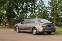 2018-Toyota-Camry-Hybrid-LE-rear-three-quarter
