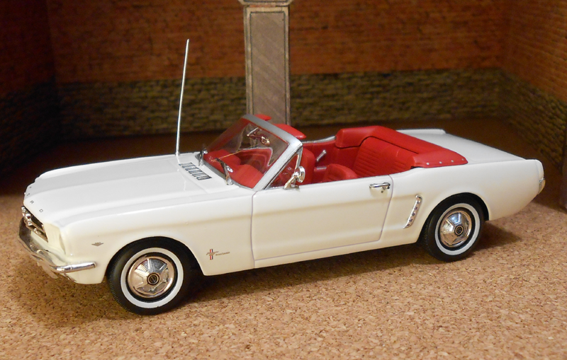 1964 Ford Mustang (Minichamps) 01