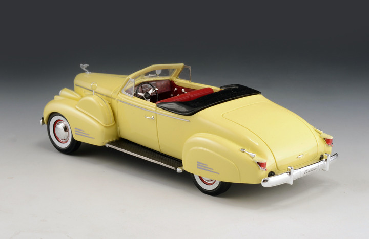 Cadillac V16 '38 Convertible Coupe Top Down Yellow_GLM43101601