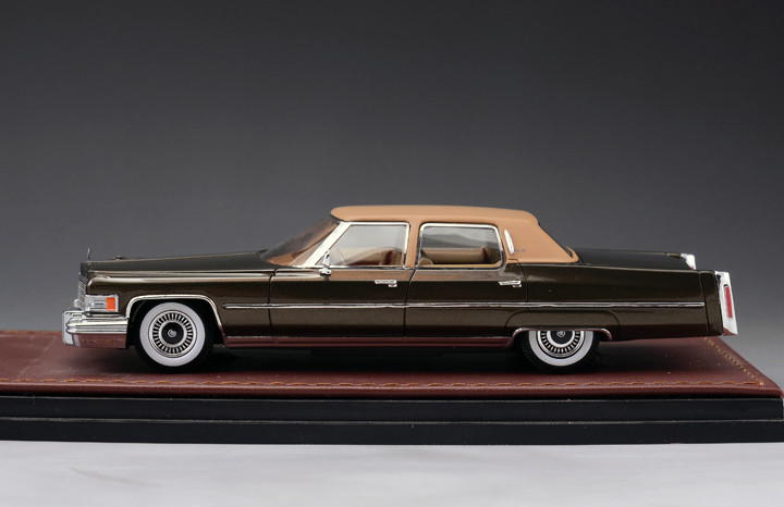 Cadillac Fleetwood '76 Brougham 2-Tone Brown_GLM124702