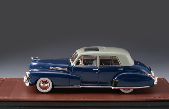 Cadillac Series 60 '41 Special Blue & Light Grey_GLM118902