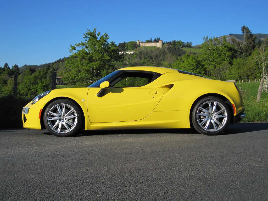 yellow 4c coup in france alfa romeo 4c forums. Black Bedroom Furniture Sets. Home Design Ideas