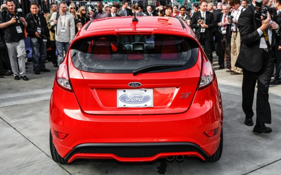 2014-Ford-Fiesta-ST-rear-end